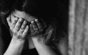 Speproblem frustrerad kvinna svartvit bild